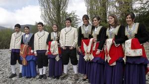 jovenes_roncal_ataviados_trajes