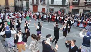 todos-los-grupos-bailando