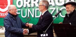 Entrega galardón Pedro de Nabarra a Eusko Ikaskuntza