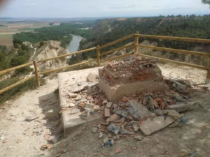 Destrozado trono Sancho Garcés