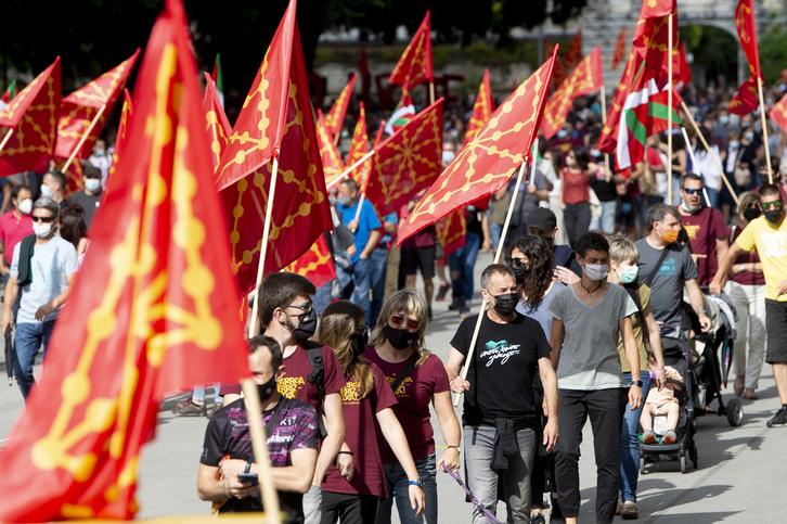 2021-06-19, Iruñea. Nafarroa Berriz Altxa ekimenak deituta, manifestazioa eta ekitaldia Iruñean.   19-06-2021, Pamplona. Manifestación convocada por la iniciativa Nafarroa Berriz Altxa.